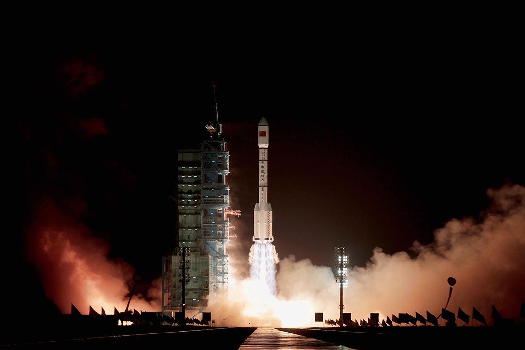 2016年8月16日,中國在酒泉衛星發射中心用長征二號丁運載火箭成功將世界首顆量子科學實驗衛星發射升空。圖為2011年9月29日,長徵2F火箭發射中共空間實驗室雛形天宮一號。