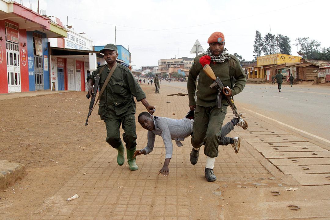 2016年8月24日,剛果民主共和國,士兵逮捕抗議政府未能阻止屠殺案的平民。