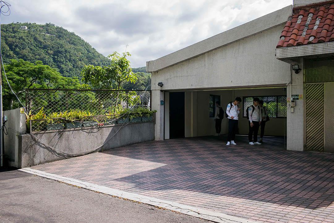8月17日清晨,隊伍準備出發前往參與一場在台北舉行的職業聯賽。