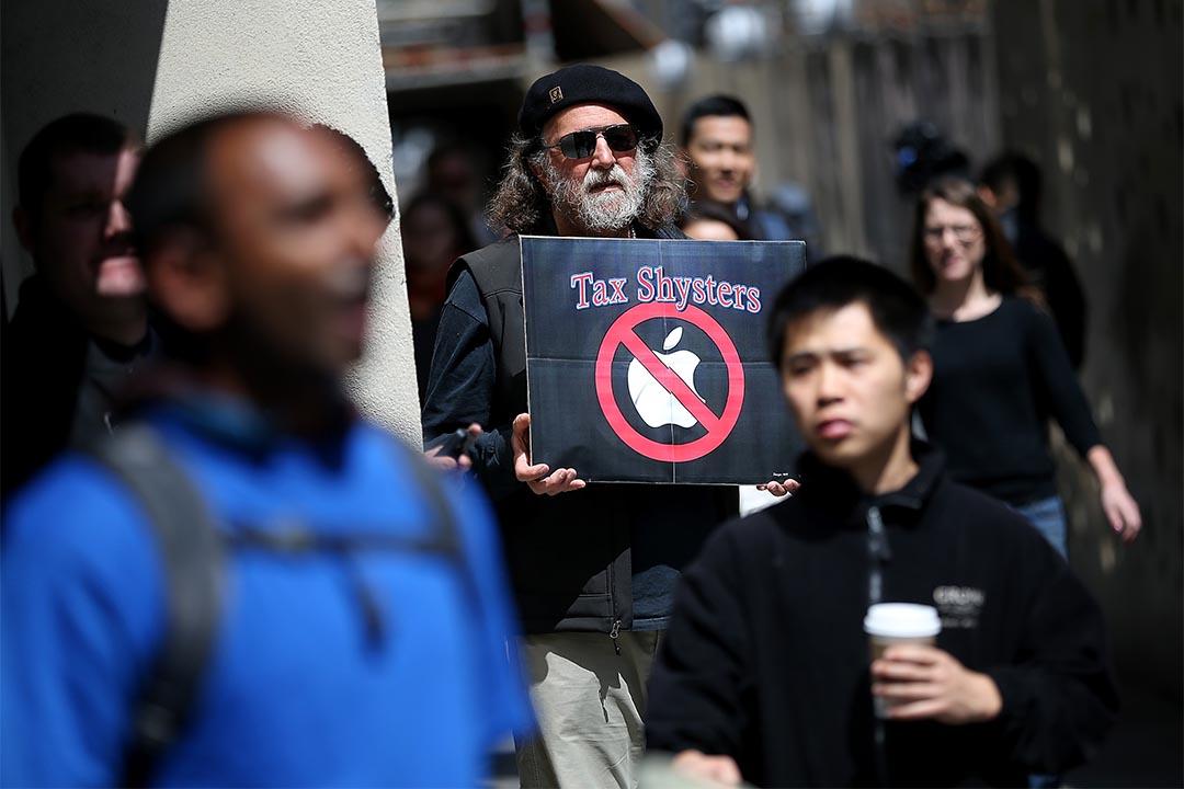 2014年4月15日,有群眾在蘋果商店外示威,要求蘋果為海外收益納税。