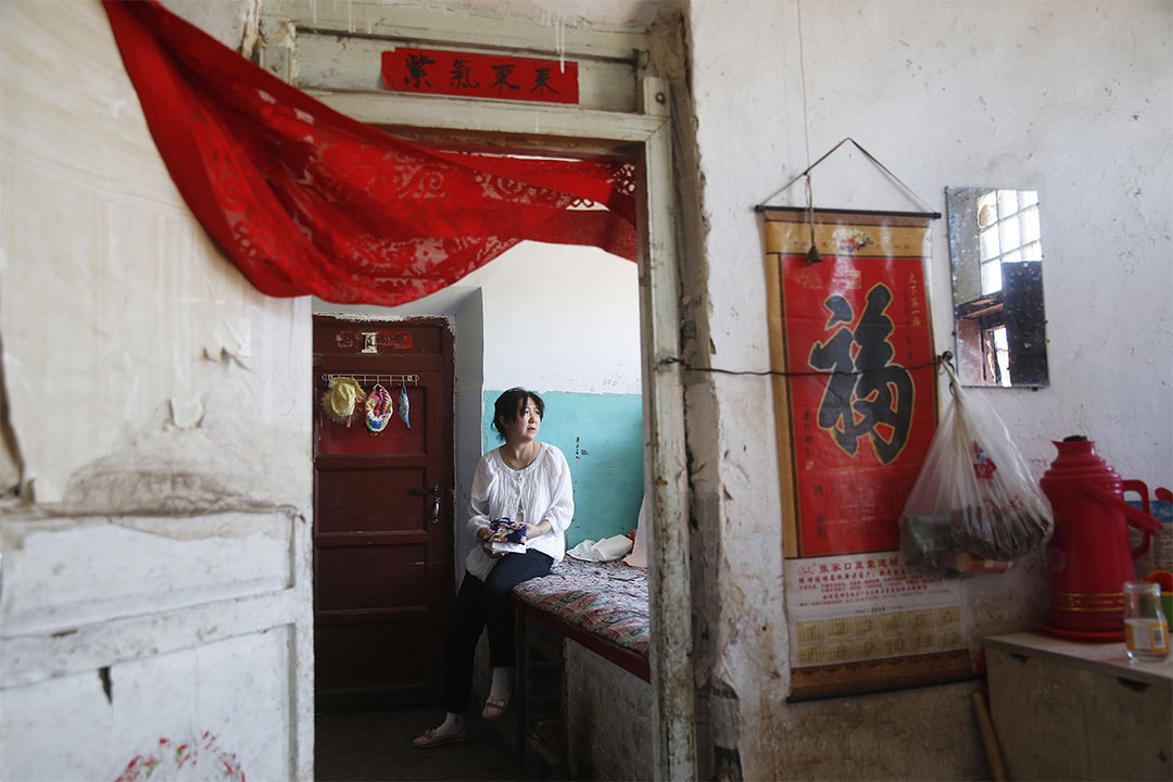 兒子李瀟在天津大爆炸中犧牲後,李淑榮搬到了弟弟家,深居簡出,常常以淚洗面。