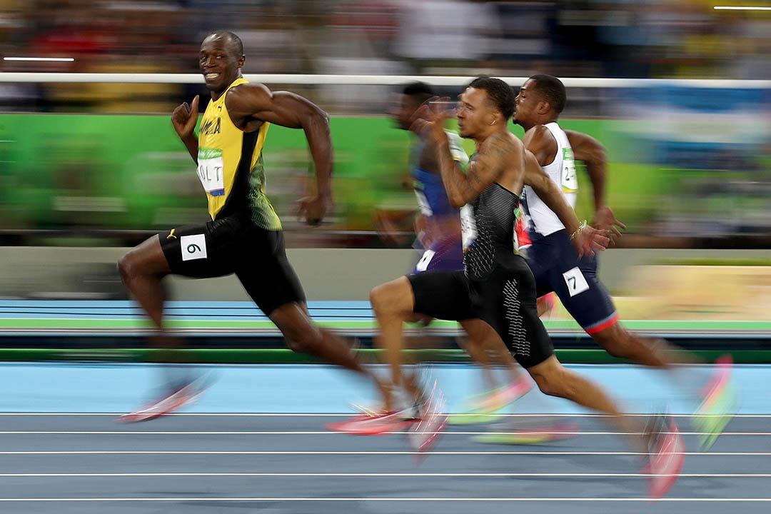 2016年8月14日,保特於男子100米短跑準決賽中作賽時,回頭看身後的對手。