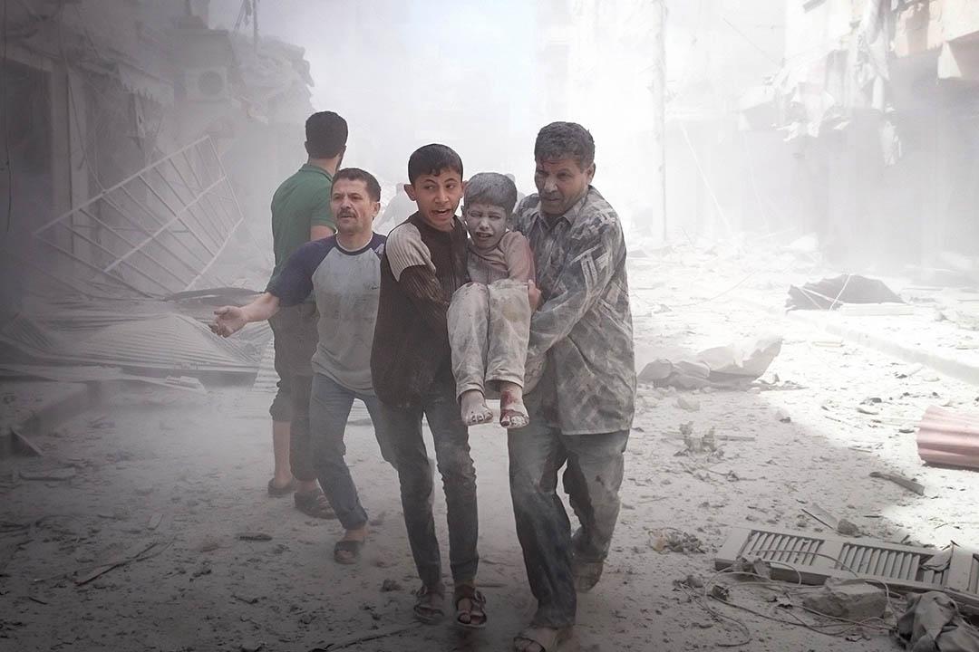 敘利亞阿勒頗有平民在空襲中受傷。