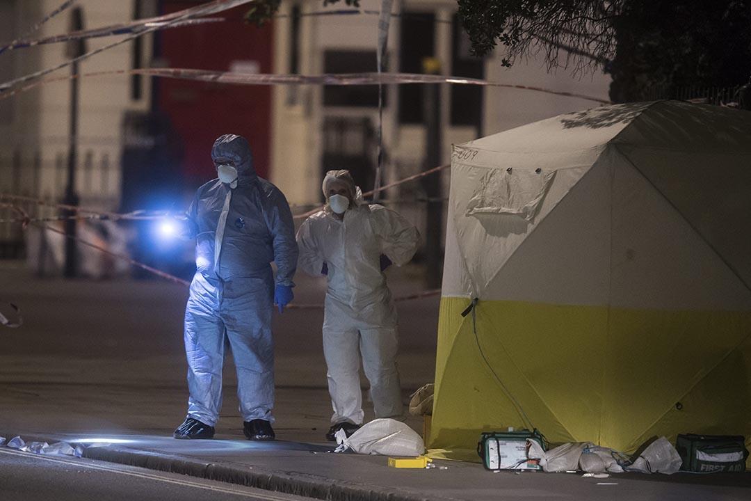 倫敦市中心的羅素廣場發生斬人案,1名女子死亡,5人受傷。 警方及救護車奉召到場。