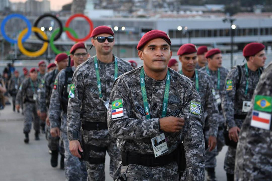 2016年8月5日,保安人員到達馬拉簡拿運動場,為奧運開幕儀式準備。