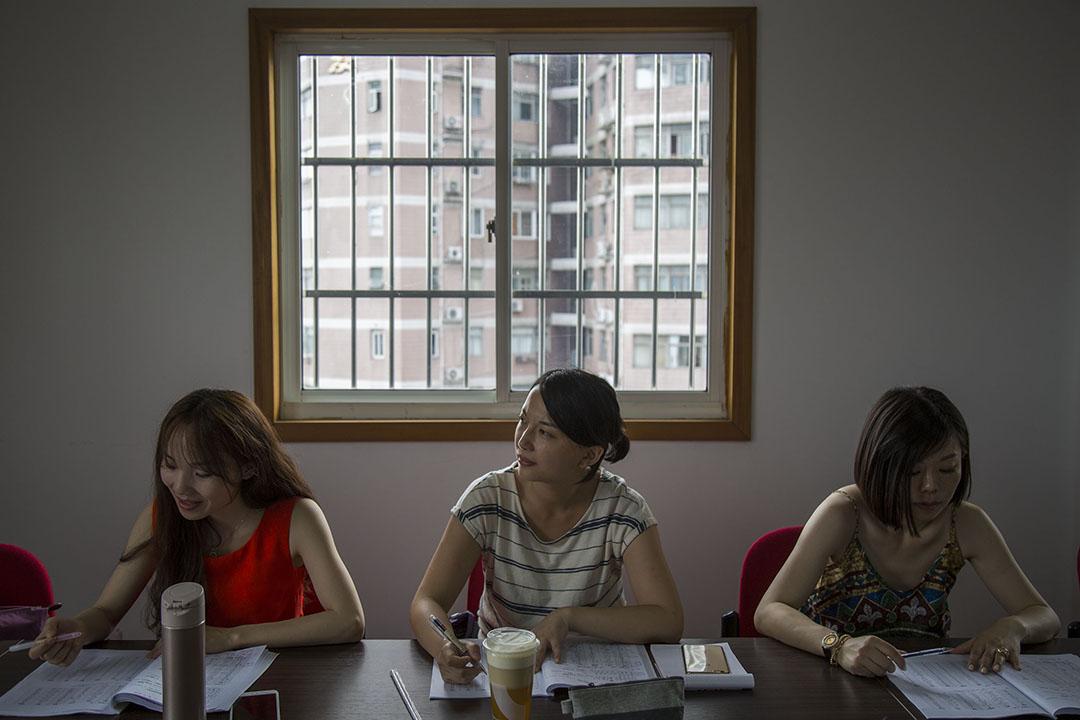 港你知粵語學習班的同學們在上海上課。