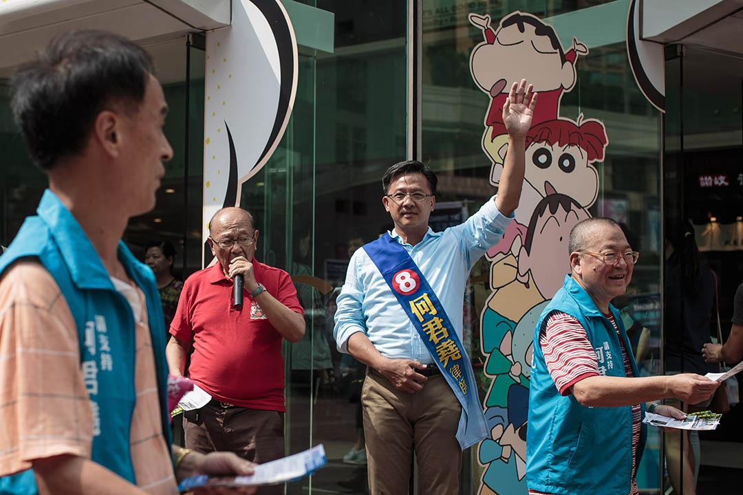 2016年8月28日,新界西候選人何君堯到荃灣開設街站為選舉拉票。