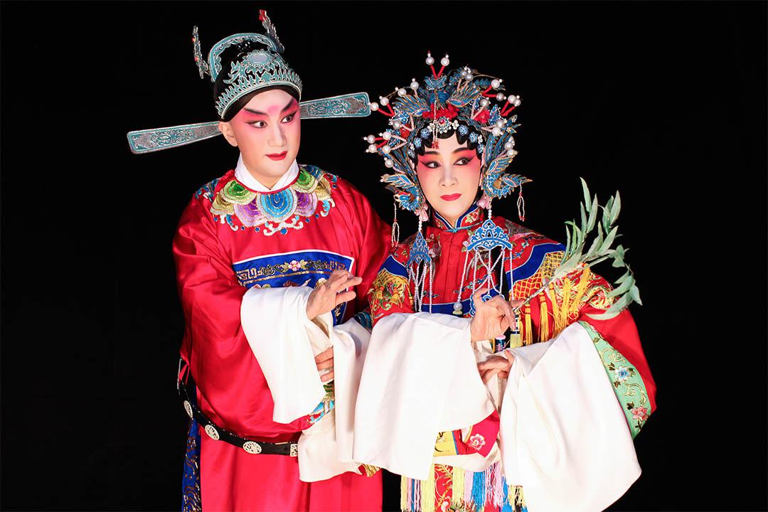 圖為2016年香港「中國戲曲節」開幕大戲崑曲《紫釵記》劇照,邢金沙飾演霍小玉,溫宇航飾演李益。