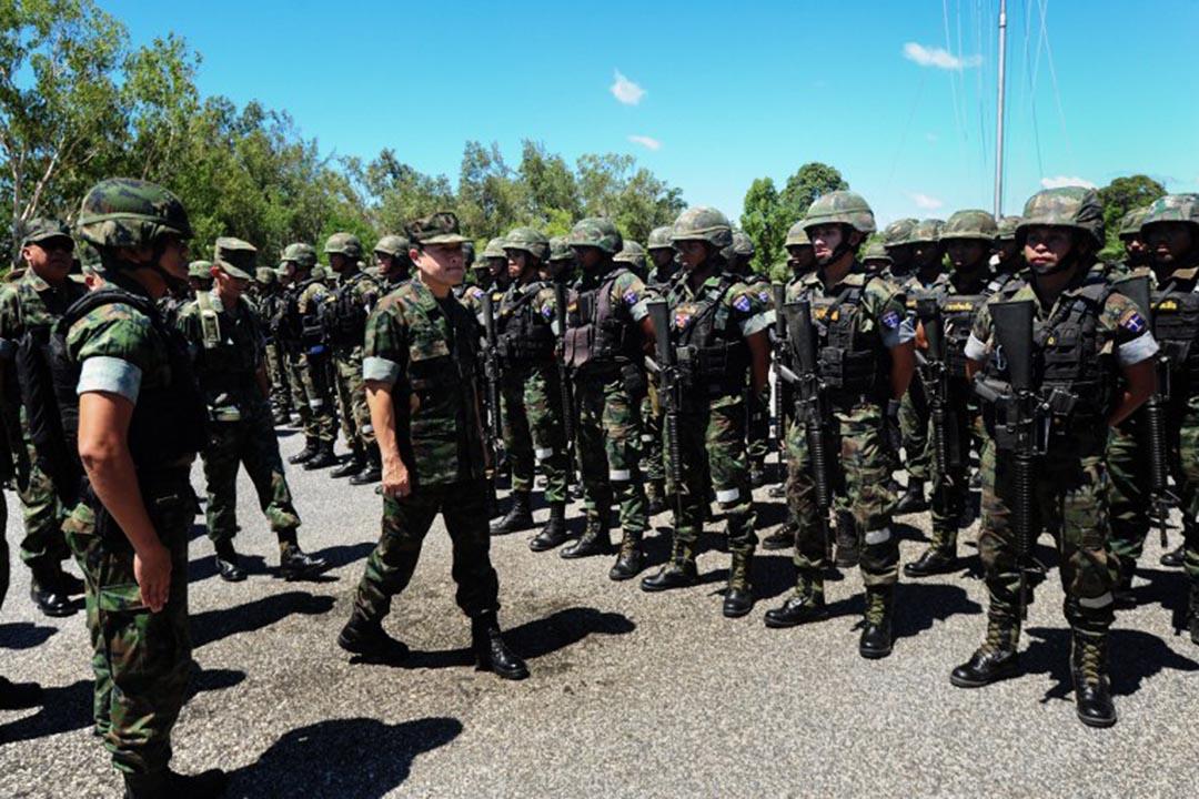 士兵在全民公決前全面戒備。