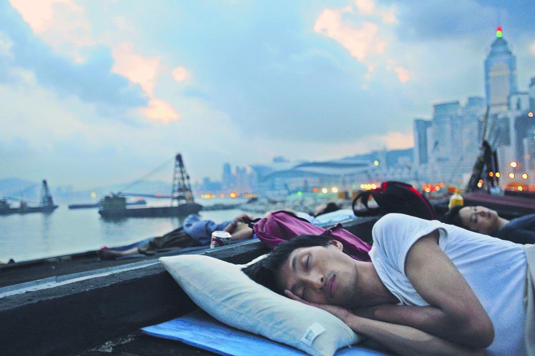 中環皇后碼頭清場前,朱凱迪睡在碼頭頂的清晨。