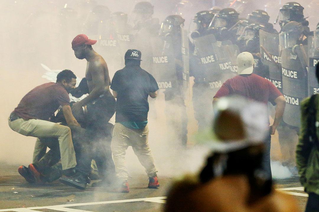 有示威者在衝突中受傷。