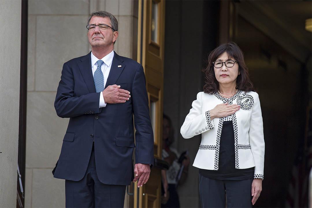 2016年9月15日,美國國防部長 Ash Carter 在五角大廈歡迎日本防衞大臣稻田朋美。