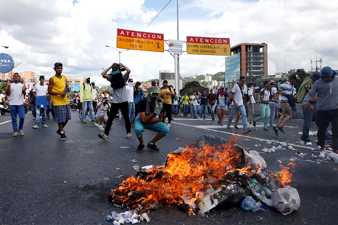 2016年9月1日,委內瑞拉卡拉卡斯,示威者要求公投罷免總統馬杜羅,期間與防暴警察爆發衝突。