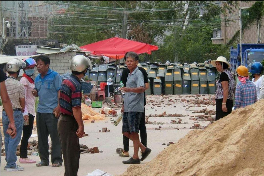 烏坎村民持續遊行85日,13名村民被捕。