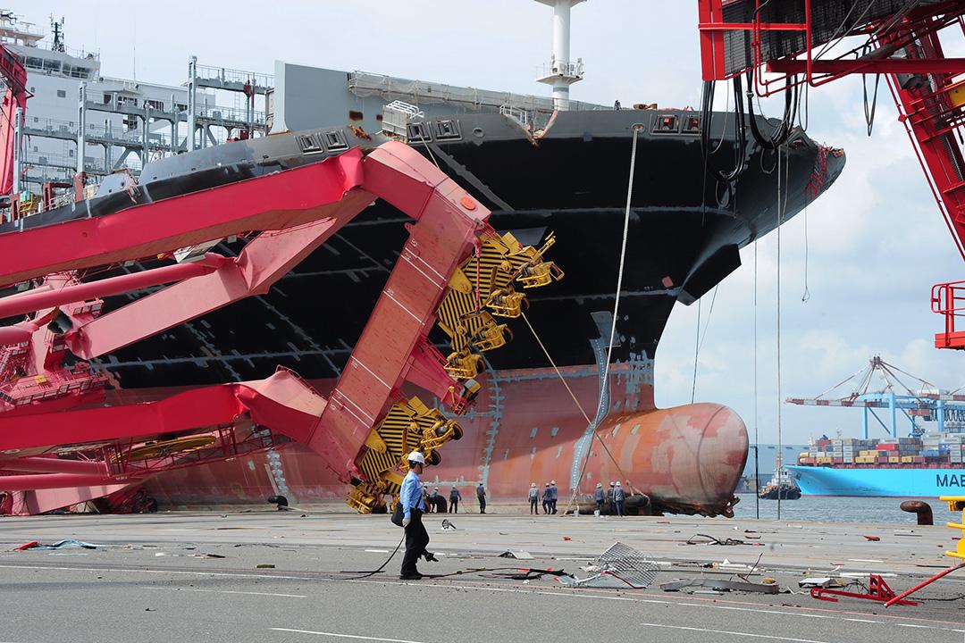 高雄港在莫蘭蒂颱風過後重創。