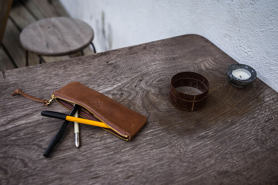 Tools to Liveby手工皮革筆袋。