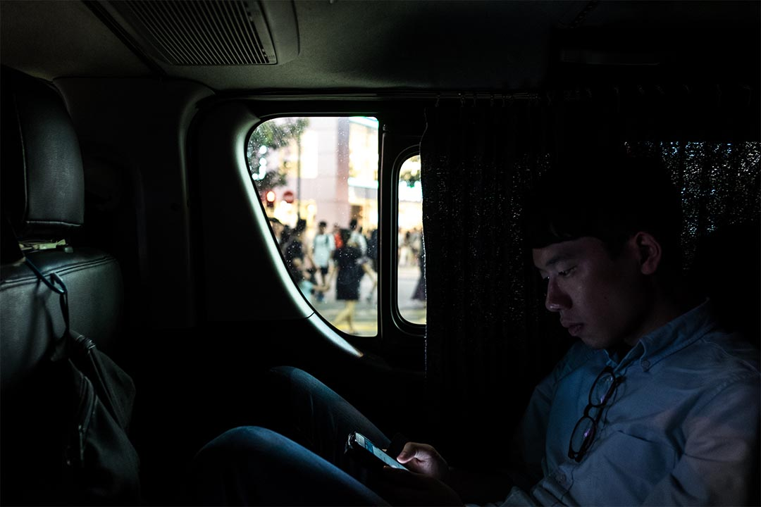2016年8月14日,羅冠聰於銅鑼灣宣傳政綱後乘客貨車返回香港眾志總部途中。
