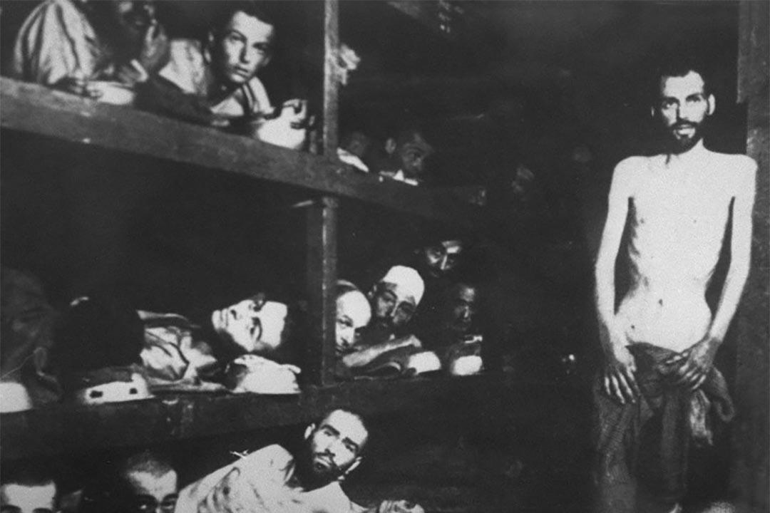 圖為猶太人在一個集中營。