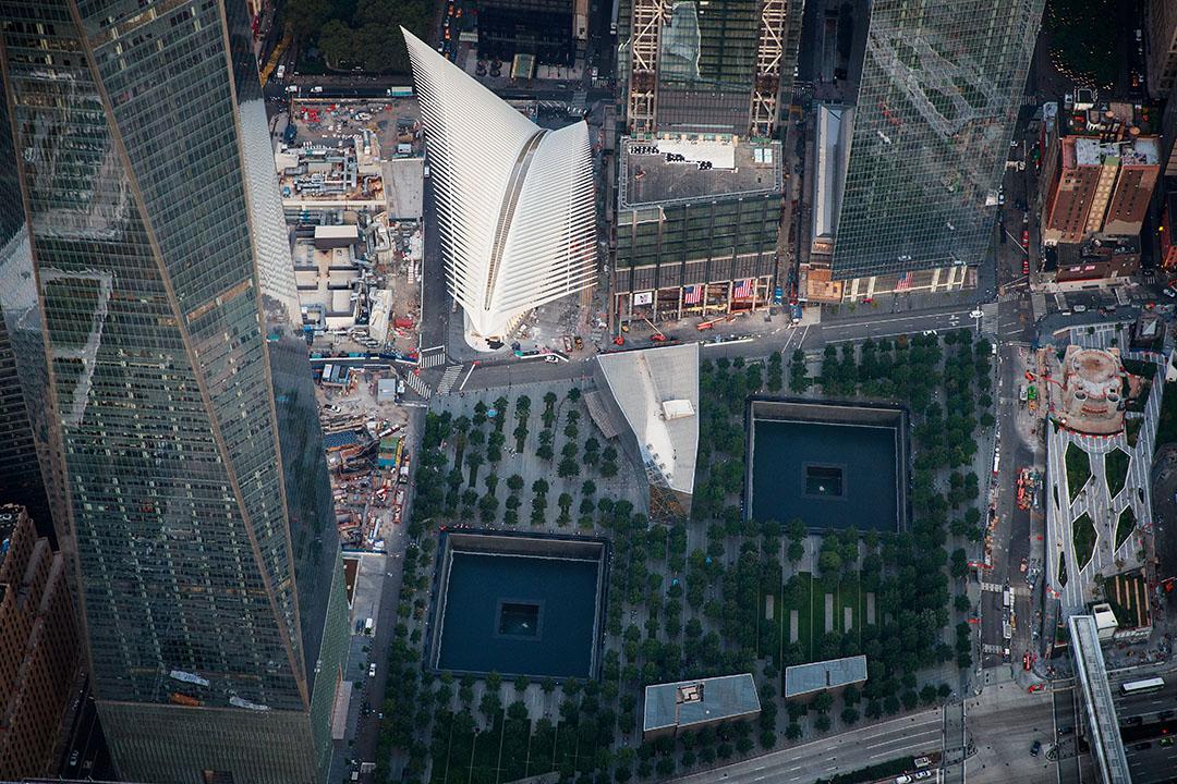 「911」襲擊摧毀的16公頃區域,人稱歸零地(ground zero)上的911國家紀念博物館及世貿中心交通樞紐Oculus。