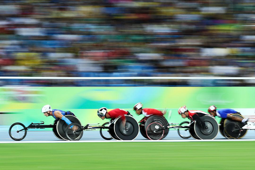 運動員們在男子5000公尺T54級上競爭激烈。
