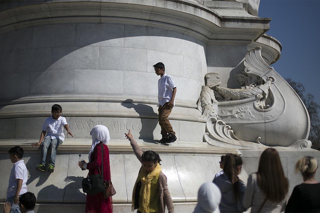 2015年4月7日,英國倫敦,人們在特拉法加廣場。