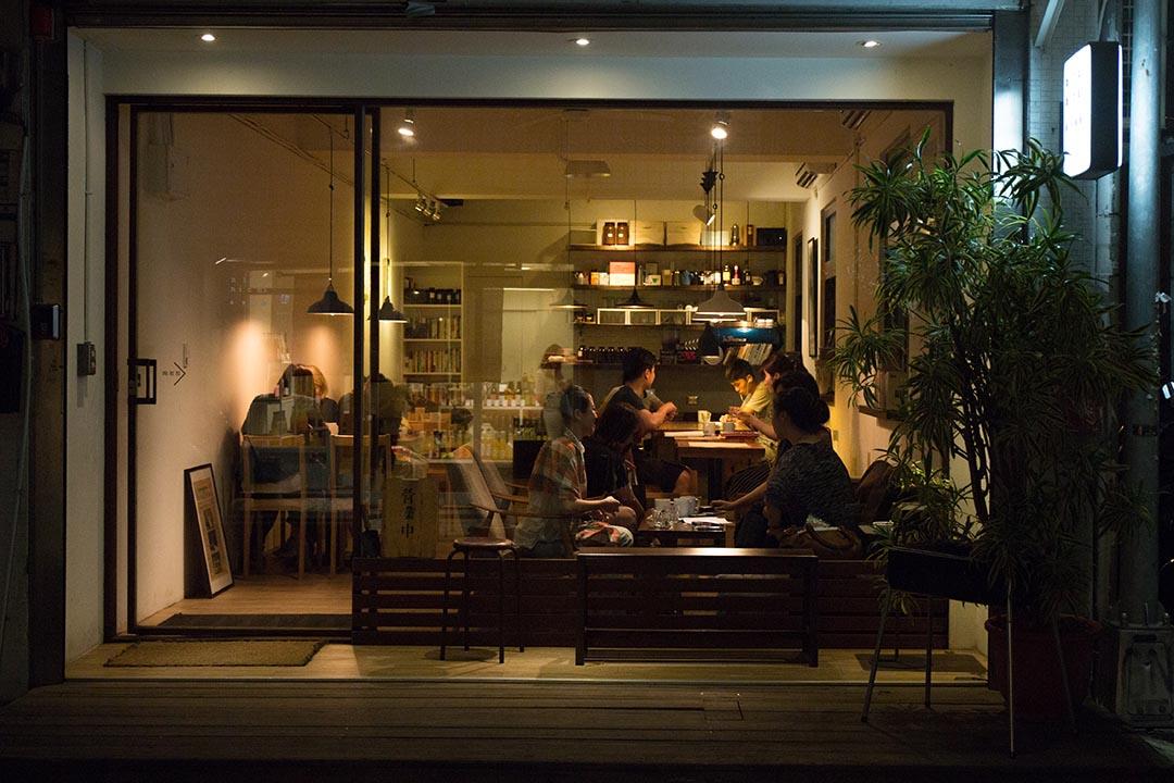 舒適的咖啡館,顧客時常一待就是好幾個小時。