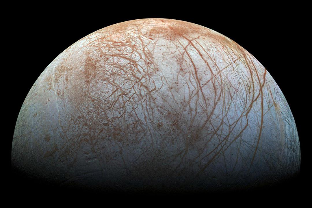 美國太空總(NASA)在「木衛二」(Europa)的表面,發現水蒸氣噴流(Plumes of water vapor)。