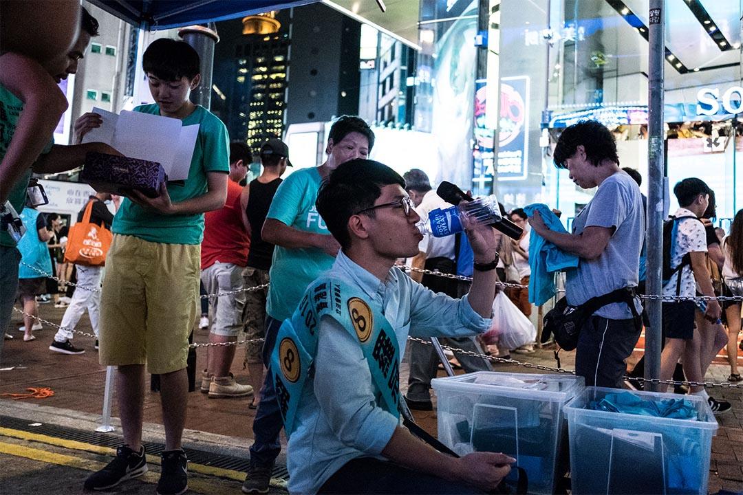 2016年8月14日,香港眾志主席羅冠聰到在銅鑼灣東角道宣傳政綱。