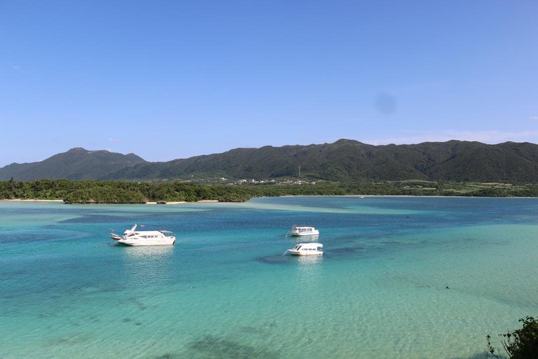 當地人說,石垣島的海有七種藍色。