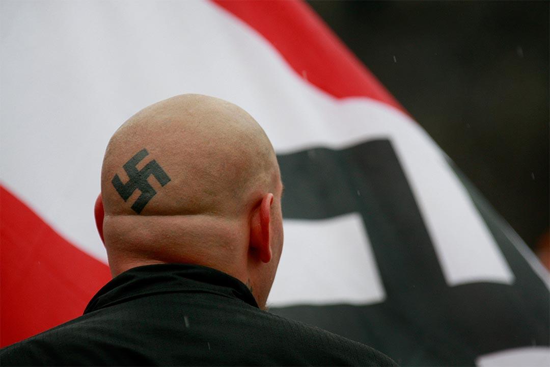 圖為2009年4月19日,美國伊利諾伊州新納粹主義者發起一個遊行。