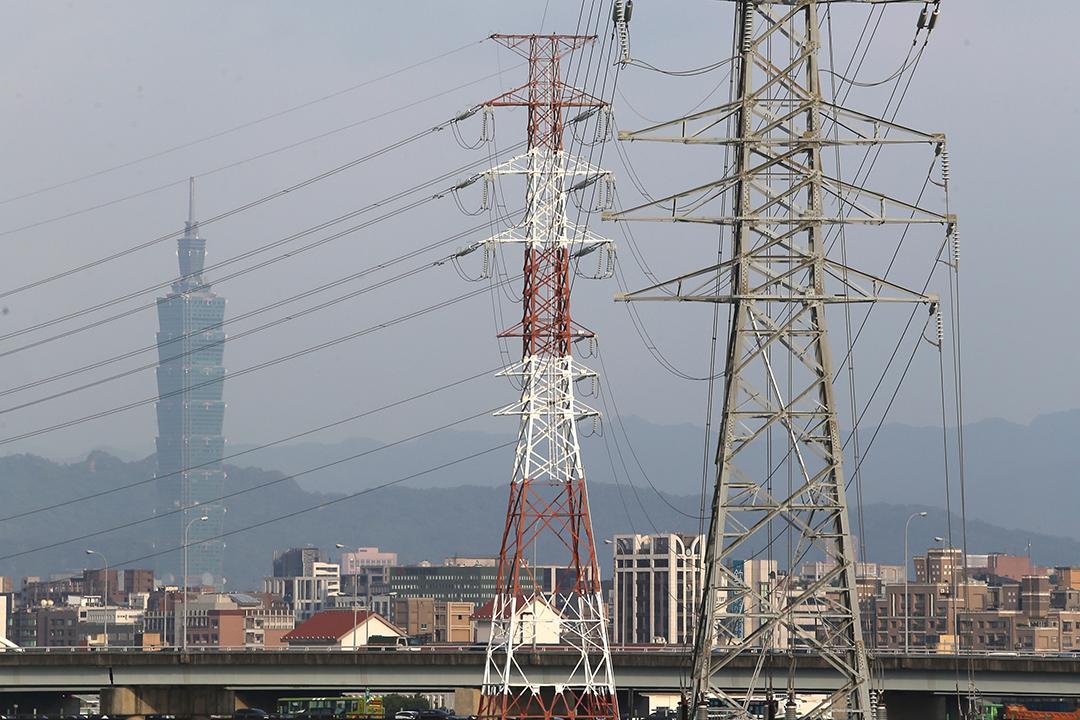 图为台湾台北输电设施。