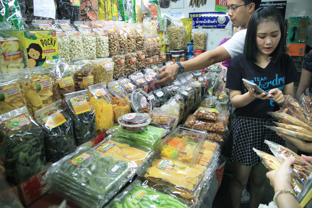 瓦洛洛市場一樓主要販賣觀光客喜愛的各式果乾蜜餞和零嘴乾糧。