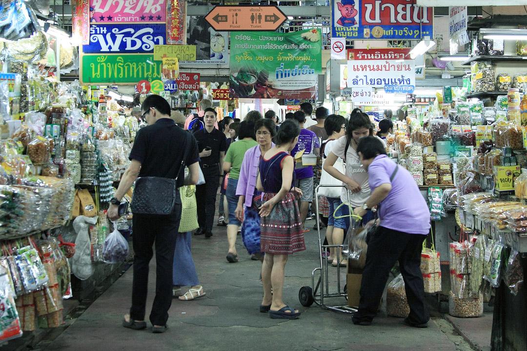 到清邁觀光客必訪的瓦洛洛市場。
