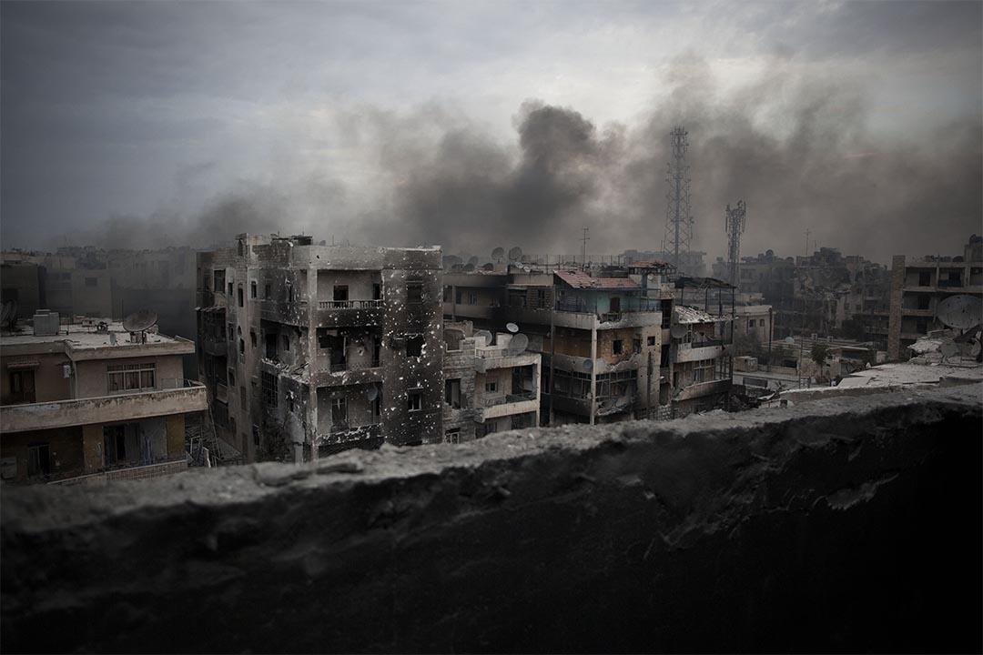 停火協議剛達成,美國宣稱「錯炸」敘利亞政府軍。圖為2012年10月2日,阿勒頗一個城市遭受轟炸後,建築物冒出濃煙。