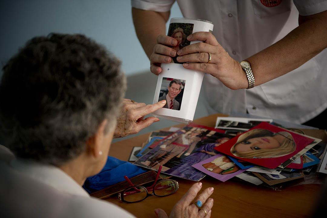 脑退化症(Alzheimer's Disease) 病患者進行訓練。