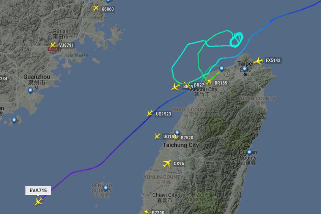 在桃園上空,基隆外海盤旋,等待降落,最終因颱風因素,飛機降落香港。