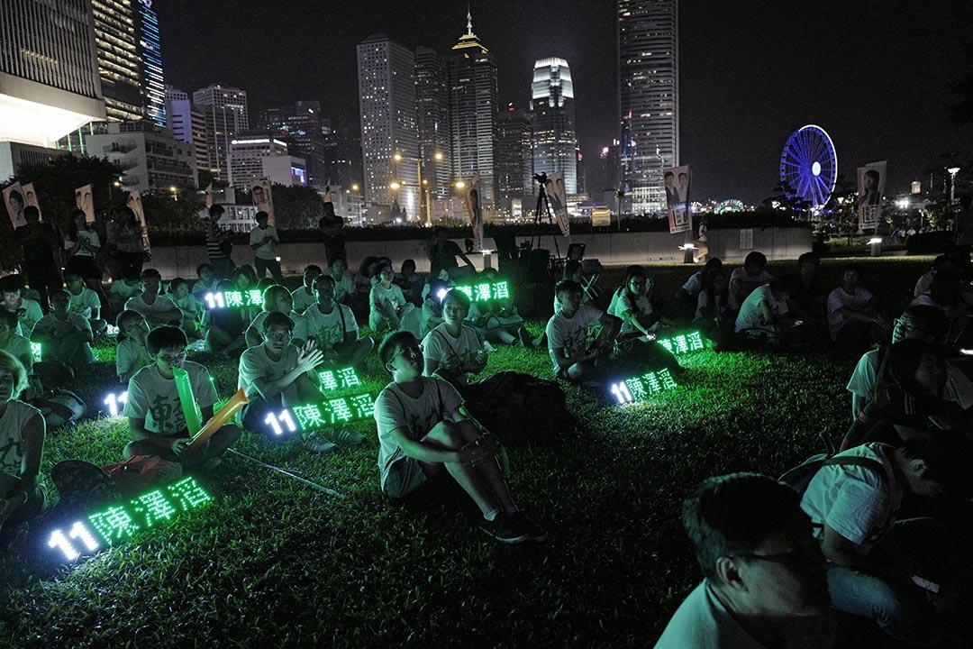 東九龍社區關注組支持者在政總外集會。