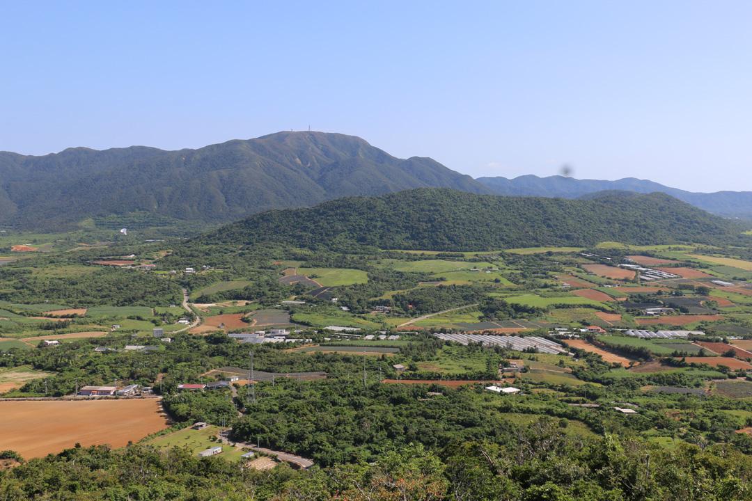 站在石垣島制高點鳥瞰早期台灣人開墾之地。