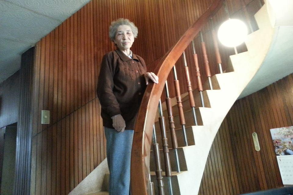 這一手打造的家,陳蔡信美最鍾愛這座台灣櫸木做的迴旋梯。