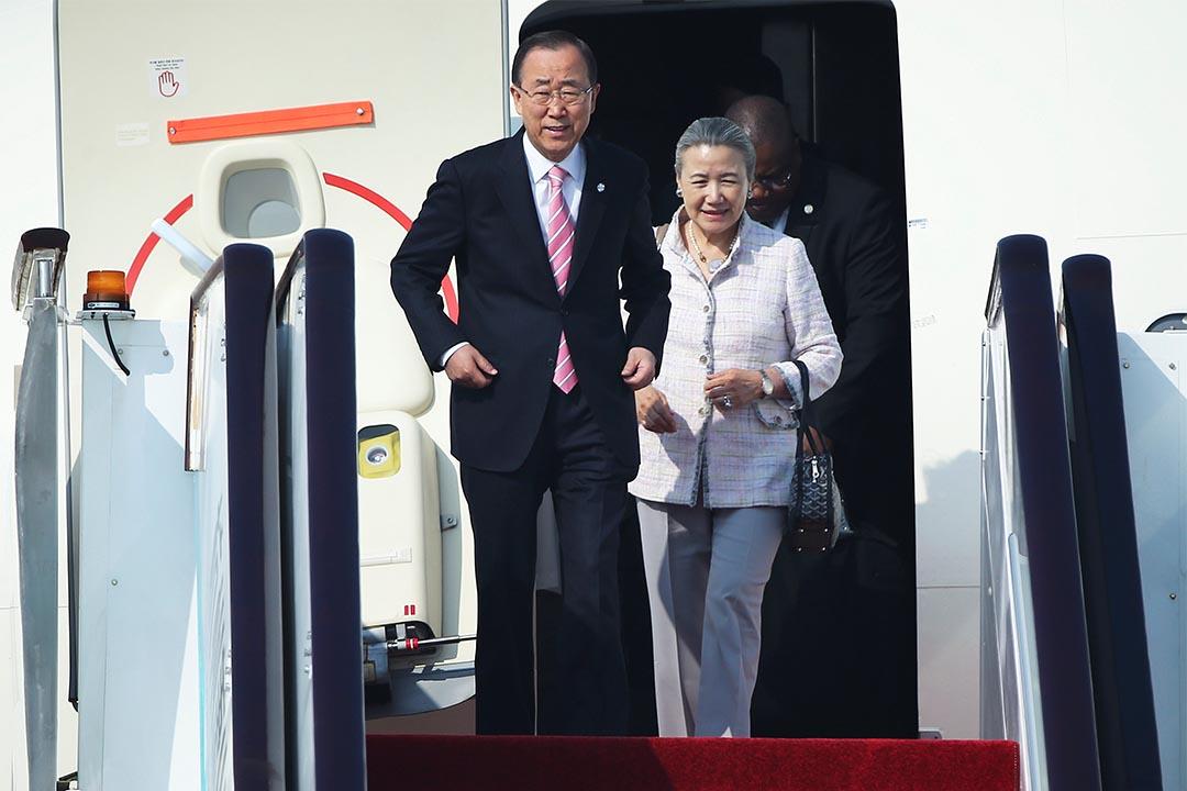 年度聯合國大會將召開,聚焦敘利亞、朝核和難民問題。圖為2016年9月3日,聯合國秘書長潘基文與妻子柳淳澤抵達杭州,準備參加G20峰會。