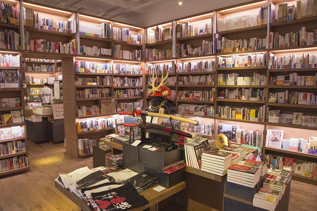 以同樣的主題,搭配深度與廣度不同的書籍雜誌,盡可能創造最大的客群,這是代官山蔦屋書店在書本販售上的成功心法之一。
