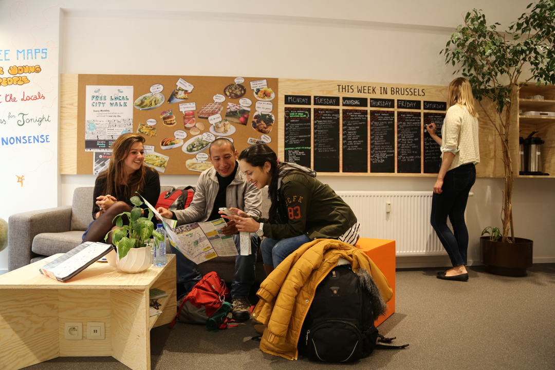 USE-IT位於布魯塞爾的總部,牆上黑板羅列這一週有趣的活動推薦。