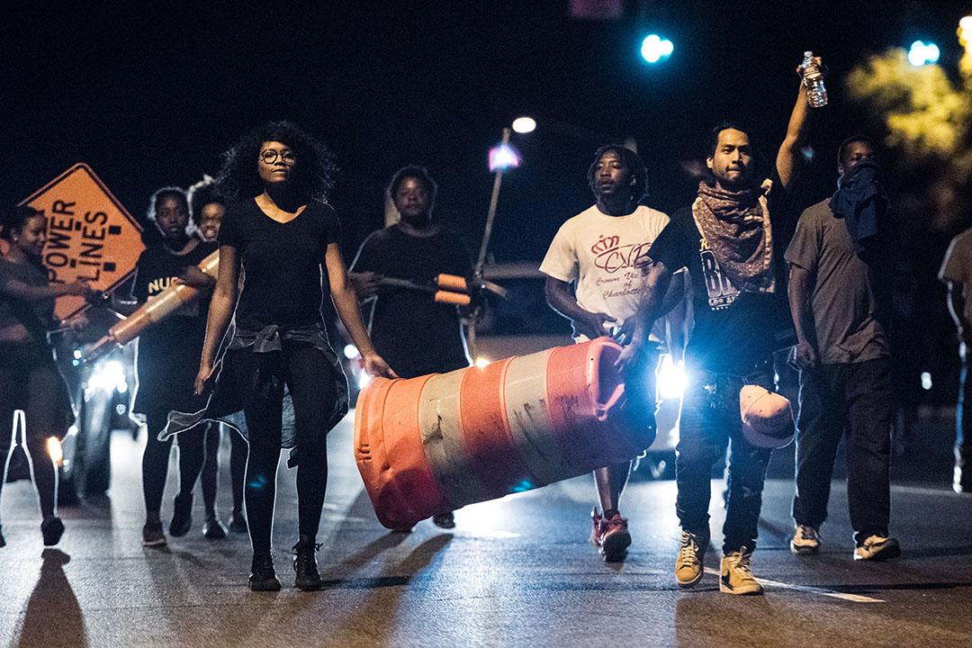 美國北卡羅來納州夏洛特市發生警察槍殺非裔累人事件,引發大批民眾上街示威抗議。