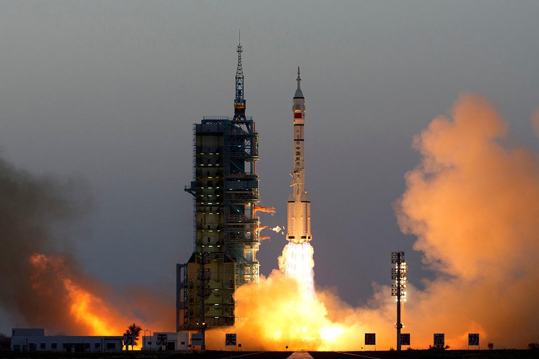 神舟11號載人太空船從酒泉衛星發射中心發射升空。
