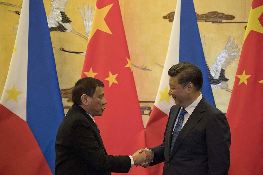 中國國家主席習近平在人民大會堂與菲律賓總統杜特地舉行會談。