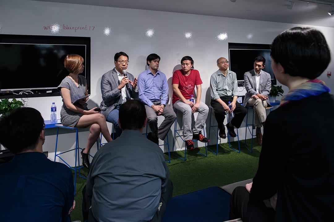 2016年10月20日,由《端傳媒》主辦的「對話莫乃光:香港開放數據下一步」講座當中,莫乃光、Bastien Douglas、黃浩華、邱達民教授、趙智勳會分享他們的看法。