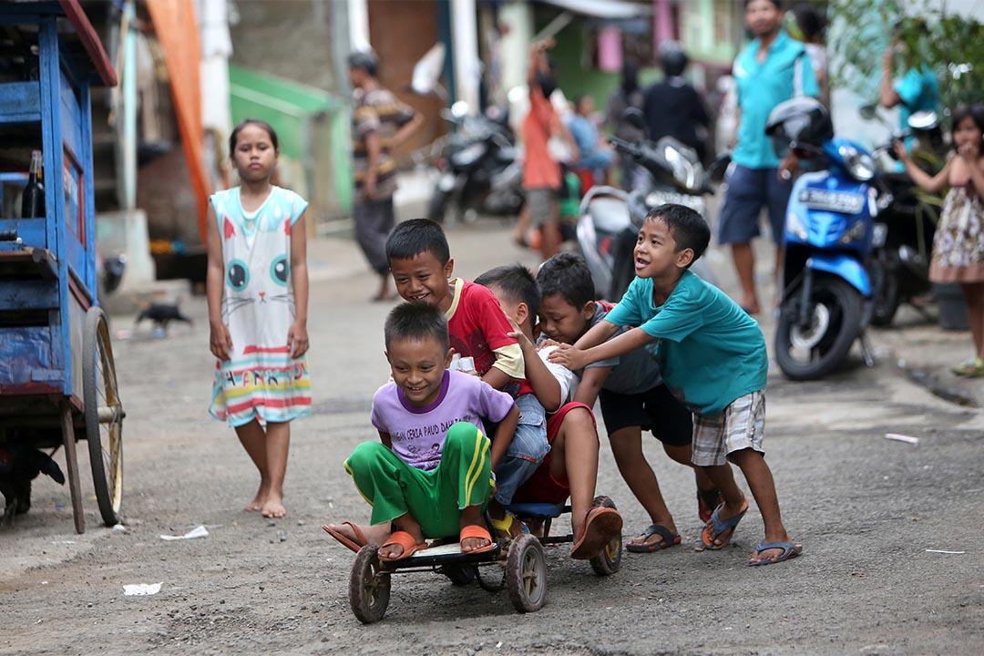 印尼通過化學閹割法案,總統稱「將鏟除戀童癖」。圖為印尼一群兒童在玩耍。
