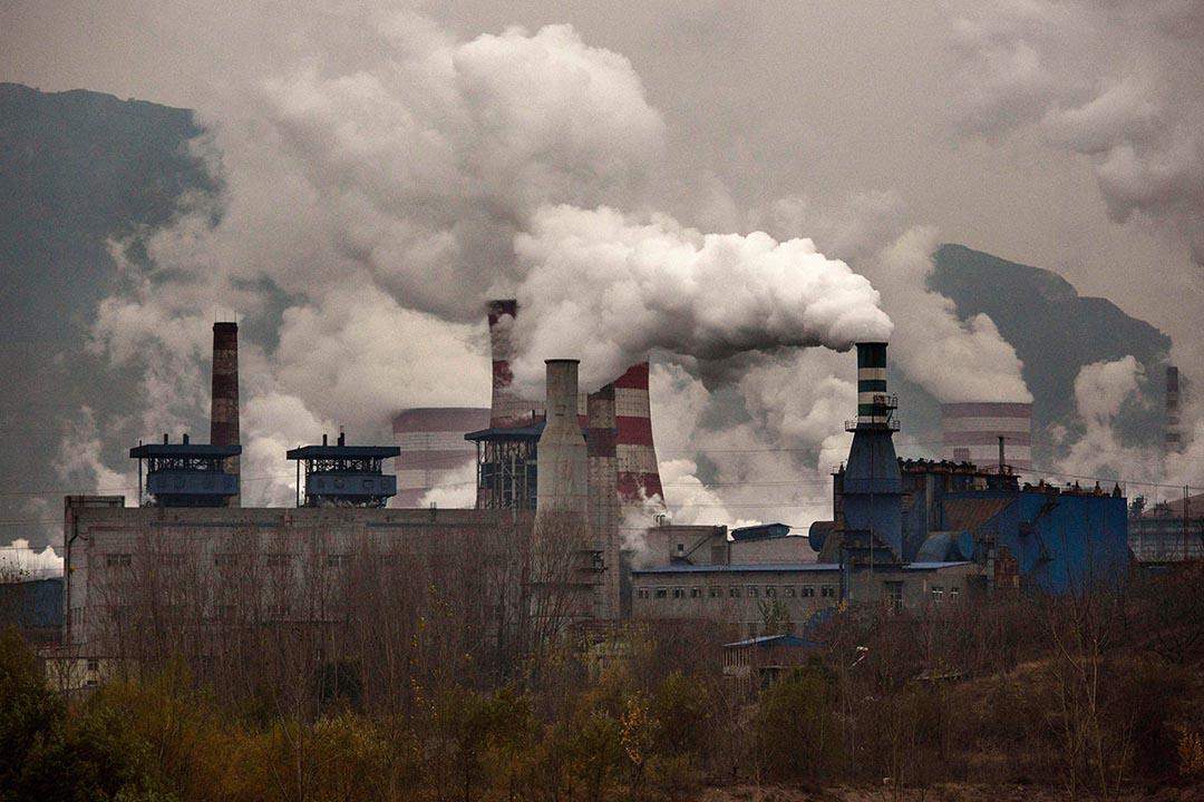 科學家發現把二氧化碳轉化成乙醇的方法,或可用於應對全球變暖。圖為中國河北一家工廠。