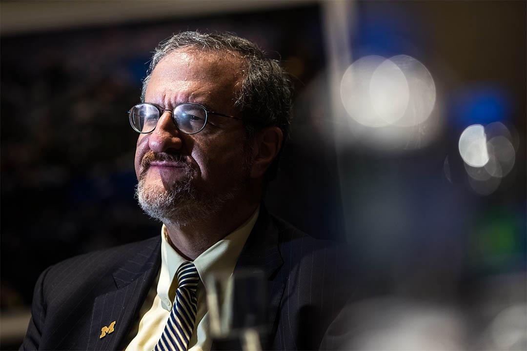 密歇根大學校長施萊賽爾(Mark Schlissel)。