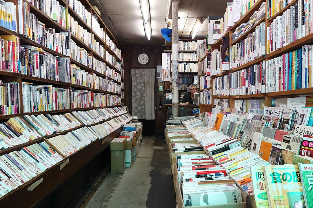 宍戶恭一先生打理三月書房時,不時在店舖的二樓舉辦學術研究會,不過現在則只保留了地下的店舖空間,二樓成為了倉庫。